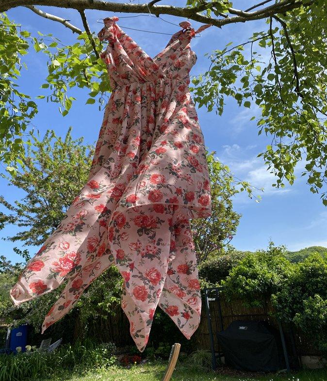 Robe asymétrique à imprimé roses