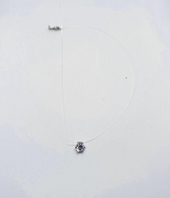 Collier fil de pêche diamant
